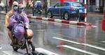 Đi xe đạp điện dưới trời mưa có nguy hiểm không?