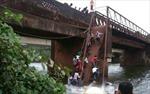 Sập cầu ở Ấn Độ, hàng chục người chết và mất tích