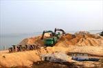 Bắt quả tang nhiều vụ khai thác cát, sỏi trái phép trên sông Thu Bồn