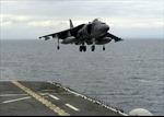Xem chiến đấu cơ AV-8B Harriers hạ cánh thẳng đứng xuống tàu đổ bộ USS America