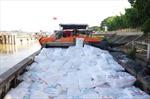 Bắt ghe chở lậu 75 tấn đường cát trị giá hơn 1 tỷ đồng trên sông Tiền