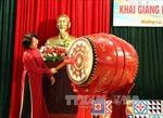 Phó Chủ tịch nước động viên thầy trò vùng lũ Mường La