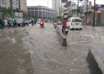 Giao thông TP Hồ Chí Minh hỗn loạn vì mưa lớn do ảnh hưởng bão số 10