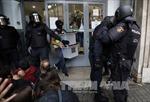 Tây Ban Nha đóng cửa hầu hết điểm bỏ phiếu trưng cầu ở Catalonia