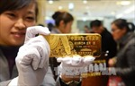 Giá vàng giao ngay phục hồi từ mức 'đáy' của 7 tuần