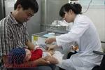 Cách nhận biết và xử trí, điều trị tại nhà khi trẻ bị sốt