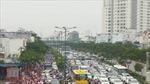 Hàng ngàn xe máy, ô tô chen nhau trên đại lộ đẹp nhất TP Hồ Chí Minh