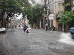 Cả nước có mưa, gió giật mạnh ở khu vực Nam Biển Đông