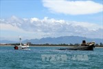 Va chạm liên hoàn, sà lan chở hơn 1.300 tấn than bị chìm trên biển
