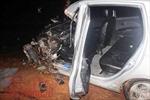 Taxi đối đầu xe khách trong đêm, 3 người bị thương nặng