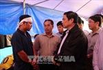 Đồng chí Phạm Minh Chính thăm người dân vùng sạt lở núi tại Bắc Trà Mi