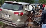 Quảng Nam: Xe ô tô 7 chỗ đâm vào taluy, 4 người thương vong