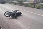 Cảnh sát giao thông bị xe mô tô vi phạm đâm trên đường cao tốc đã tử vong