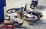 Chạy xe máy tốc độ cao đâm vào đuôi xe tải, tử vong tại chỗ