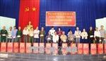 Phó Chủ tịch nước Đặng Thị Ngọc Thịnh tặng quà đối tượng chính sách tỉnh Tây Ninh