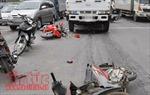 Xe máy bị kéo lê 10m sau va chạm với xe tải, hai người thương vong