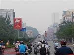 Người dân TP Hồ Chí Minh mệt mỏi, cay mắt vì sương mù dày đặc