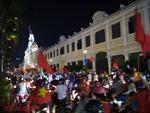 Người dân TP Hồ Chí Minh ào ạt xuống đường ăn mừng chiến thắng của U23 Việt Nam