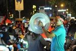 1001 kiểu ăn mừng của người dân TP Hồ Chí Minh