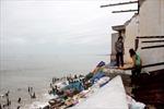 Hàng chục ngôi nhà bị sập do biển xâm thực