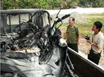 Ba xe máy bị tạm giữ bốc cháy trên xe đặc chủng của CSGT