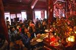 Kì nghỉ Tết tại Hà Nội: Đình chùa chen chúc, rạp phim cháy vé