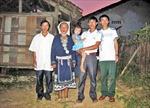 Cặp vợ chồng người Dao thu gom phế liệu nuôi 3 con học đại học