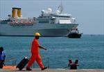Tàu du lịch Italia bị cháy cập cảng Victoria