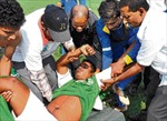 Một cầu thủ Ấn Độ đột tử trên sân cỏ