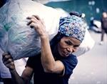 Nhọc nhằn nghề nhặt rác giữa lòng thủ đô