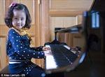 Thần đồng 4 tuổi trình diễn tại Thính phòng Hoàng gia Anh