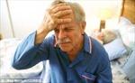 Tại sao người già hay thức giấc giữa đêm?