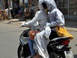 Người Hà Nội 'vật vã' trong đợt nóng đầu mùa