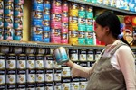 Giá sữa vẫn cao bất chấp sản lượng tăng