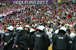 Bóng đá Nga bị phạt 30.000 euro do CĐV gây rối