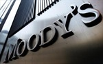 Moody's hạ tín nhiệm 15 ngân hàng lớn