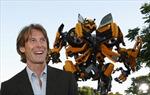 Đạo diễn Transformer ngượng nghịu bên người đẹp bí ẩn