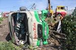 Lật xe, 28 hành khách thoát chết