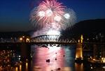 Pháo hoa Việt Nam tỏa sáng trên bầu trời Canada