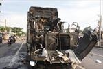 Đến lượt xe container bốc cháy khó hiểu