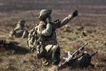 Anh cắt giảm chi tiêu quốc phòng và quân đội