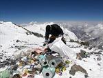 Làm tượng từ rác trên đỉnh Everest