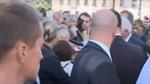 Tổng thống Séc trúng đạn súng... nhựa
