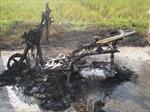 Xe Lead cáu cạnh bất ngờ phát nổ rồi cháy rụi