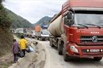 """Xe quá tải tàn phá nhiều tuyến quốc lộ: Bao giờ hết cảnh """"quýt làm, cam chịu""""?"""