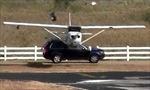 Hoảng hồn máy bay hạ cánh lên xe SUV