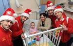 Liverpool mang Giáng sinh tới bệnh viện nhi