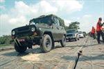 Xem lính công binh bắc cầu phao 60 tấn