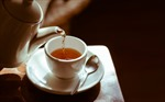 Tại sao người hút thuốc lá, uống rượu không nên dùng trà nóng?