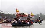 Hàng vạn người trẩy hội Chùa Hương